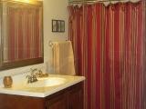 lower-level-bath.jpg